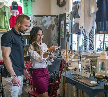 Eureka Springs shops and galleries couple shopping