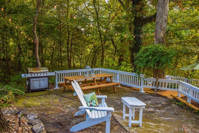 On The Rocks Cottage upper patio with picnic table and grill