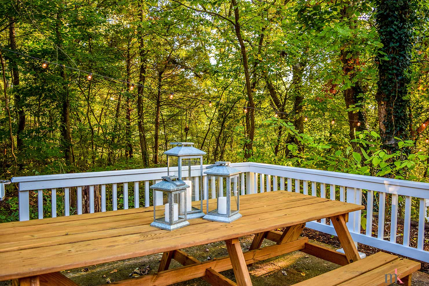 On The Rocks Cottage upper patio with picnic table