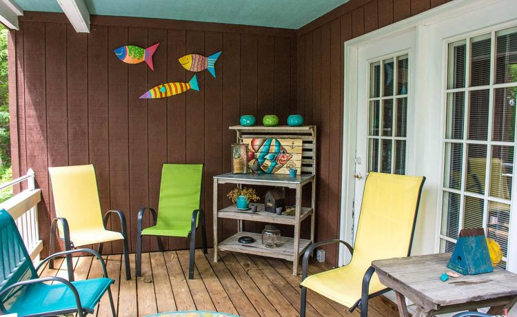 On The Rocks Cottage covered deck