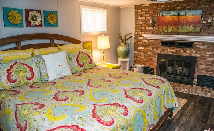 On The Rocks Cottage King bedroom with fireplace