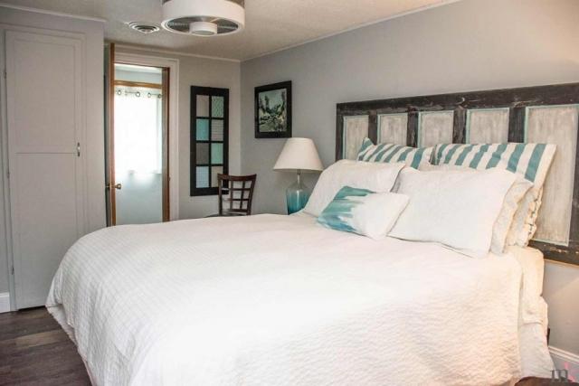 On The Rocks Cottage queen bedroom